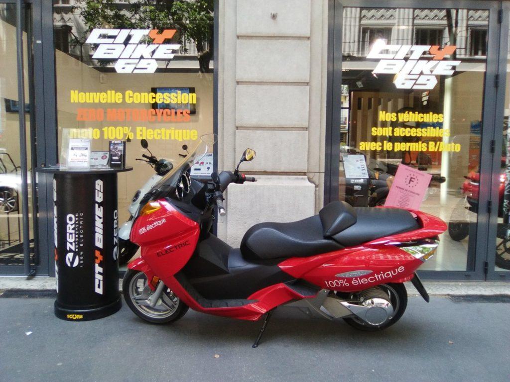 test d 39 autonomie le test grandeur nature du scooter lectrique vectrix vx1 en 2 tapes. Black Bedroom Furniture Sets. Home Design Ideas